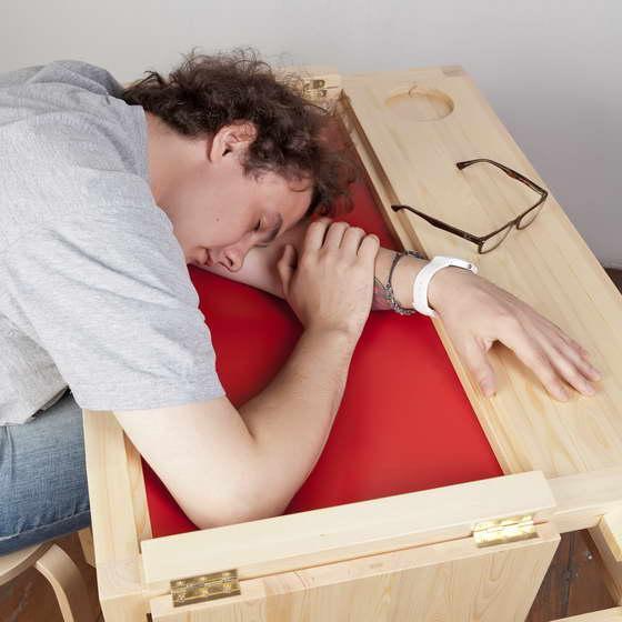 Спать на столе станет удобнее