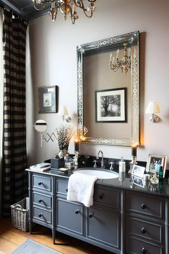 серебряная антикварная люстра и венецианское зеркало