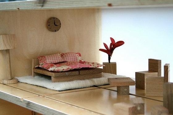 Журнальный столик превращается в кукольный дом