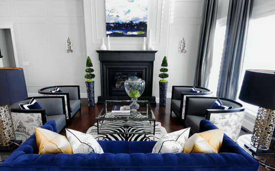 Симметричная планировка гостиной