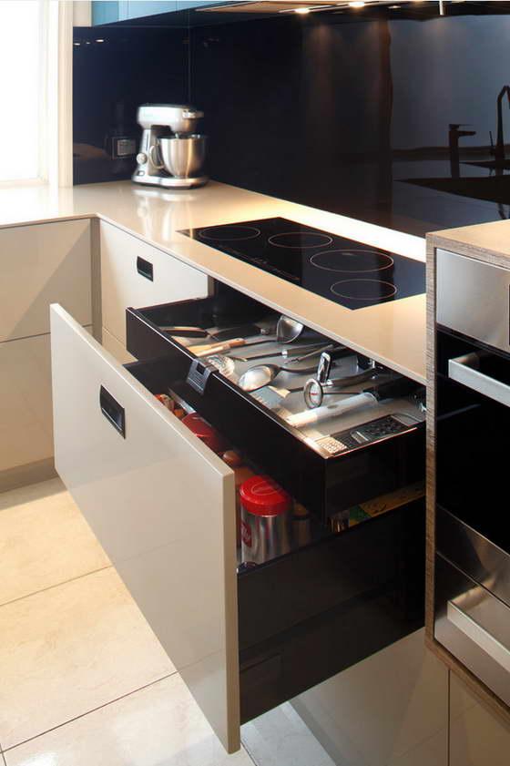 дизайн кухни в современном стиле в светлых