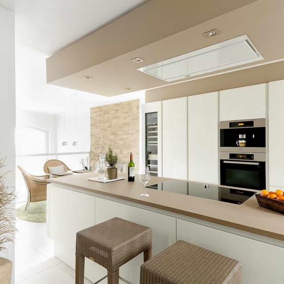 дизайн кухни в светлых тонах современный стиль