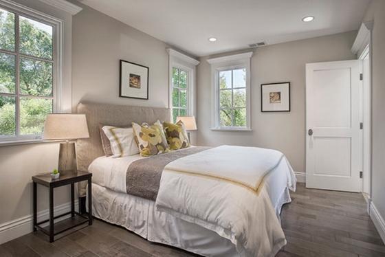 белый пол в интерьере спальни